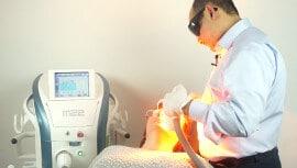 Trockene Augen Behandlung mit IPL Lichttherapie im Augenzentrum in München